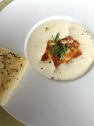 Salada de Bacalhau com seus Miúdos e Espuma de Batatas Defumadas.