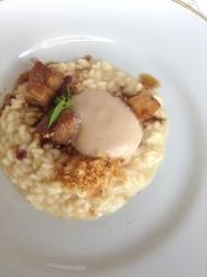 risoto de parmesão, castanhas, barriga de leitão crocante e redução de Moscato