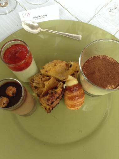 cremes de pistache e morango e gianduia e avelãs, cannoli, panetone e tiramisú.